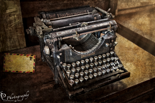 Photograph of a vintage Underwood typewriter.